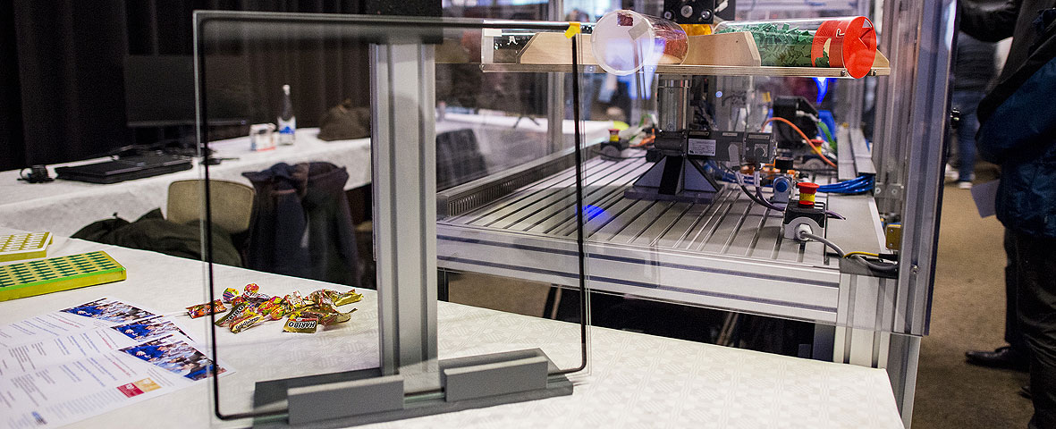 Producción automatizada de vidrio resistente al fuego gracias al robot Delta